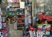 חנות צעצועים מעלה אדומים
