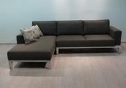 רהיטים במישור אדומים